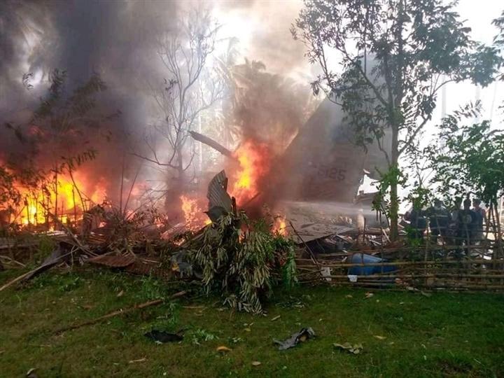 Rơi máy bay quân sự ở Philippines, gần 100 người thương vong - 1