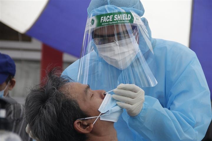 TP.HCM khẩn tìm người từng tiêm vaccine, tới nhà thuốc, quán ăn ở quận 10 - 1