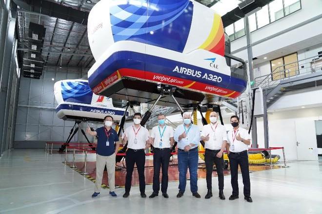 Trung tâm Đào tạo Airbus tại Việt Nam hợp tác với Vietjet huấn luyện chuyển loại phi công