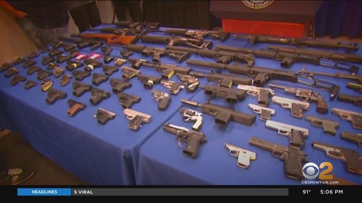 Bạo lực súng đạn gia tăng, bang New York tuyên bố tình trạng khẩn cấp