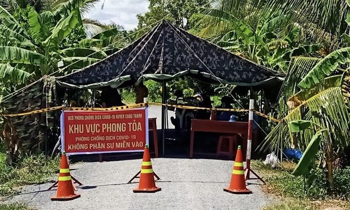 Nhiều cán bộ y tế ở Trà Vinh bị đình chỉ công tác do lơ là phòng dịch - 1