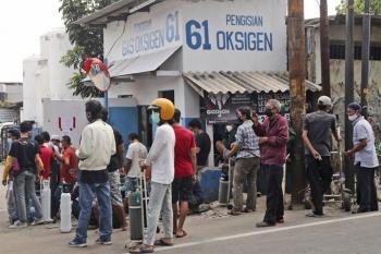 Cạn oxy cho bệnh nhân COVID-19, Indonesia xin hỗ trợ quốc tế