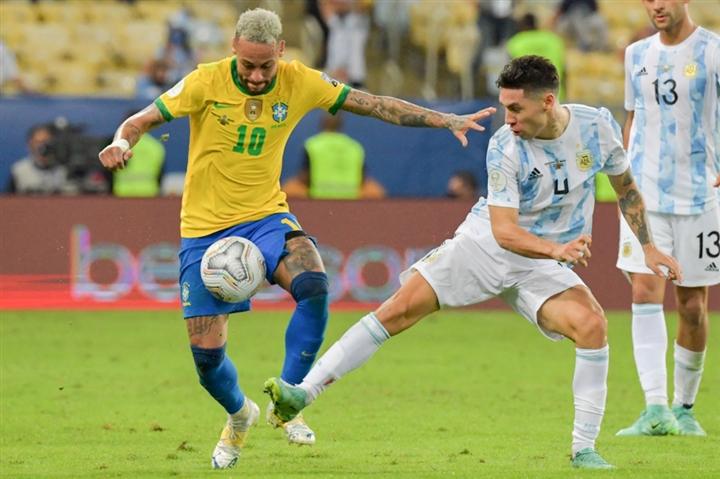 Neymar khóc nức nở, ôm chặt Messi sau chung kết Copa America  - 6