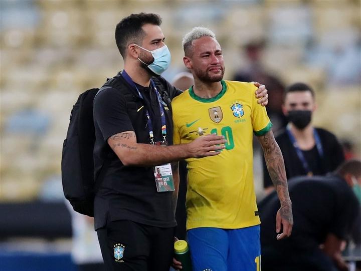 Neymar khóc nức nở, ôm chặt Messi sau chung kết Copa America  - 2