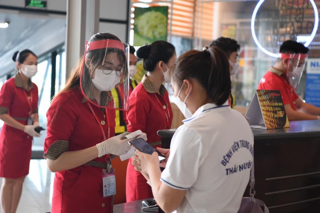 Vietjet đưa gần 1.000 nhân viên y tế cùng vaccine vào hỗ trợ TPHCM