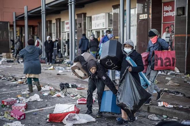 Gốc rễ sâu xa đằng sau nạn bạo lực và cướp bóc ở Nam Phi