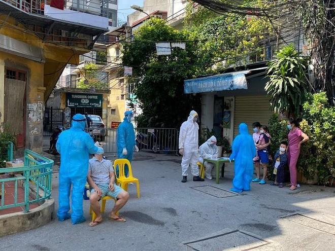 Chiều 18-7, Hà Nội thêm 7 ca dương tính, có 5 người trong một gia đình ở Tân Mai ảnh 1