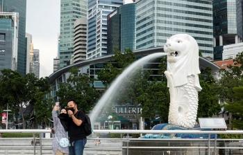 Anh và Singapore sống chung với COVID-19 như nào?