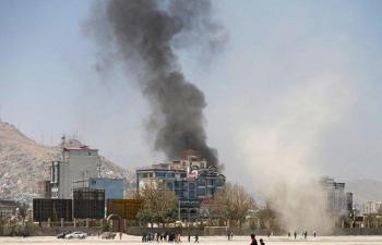 Hai quả tên lửa bắn về phía dinh tổng thống Afghanistan