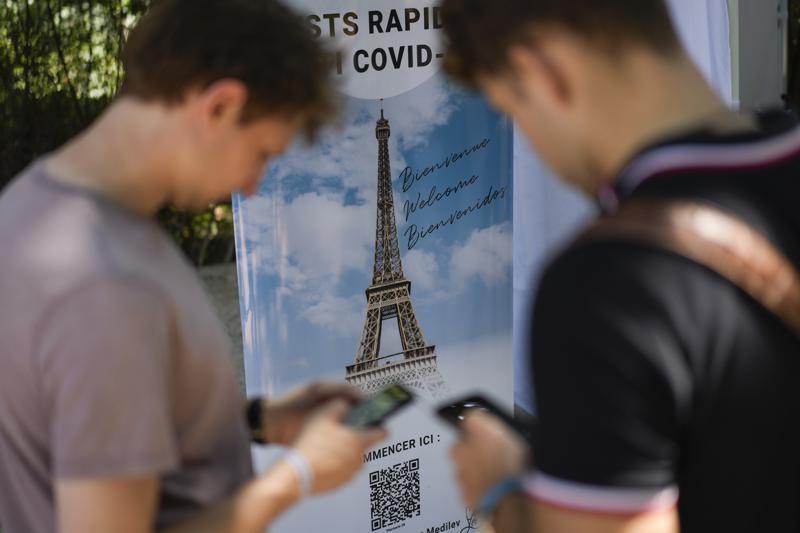Pháp bắt đầu áp dụng giấy thông hành Covid-19