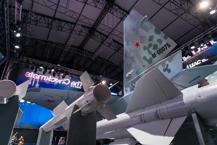 Phương Tây kinh ngạc trước năng lực chiến đấu tiêm kích mới của Nga - 2