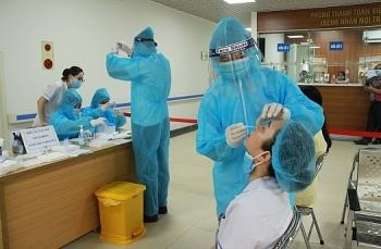 Hà Nội thêm 21 người nghi COVID-19, 2 ca phát hiện qua sàng lọc ho, sốt