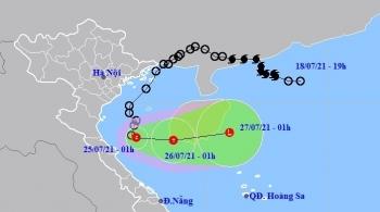 Áp thấp nhiệt đới cách Nghệ An 160km, Bắc Bộ ngày nắng, chiều tối mưa to