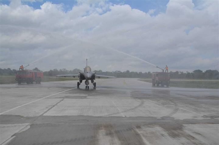 Ấn Độ điều tiêm kích Rafale đến biên giới ngay sau động thái lạ của Trung Quốc - 1