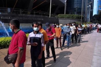 Hơn 17.000 ca bệnh mới trong ngày, Malaysia lo ngại bùng dịch ở điểm tiêm chủng
