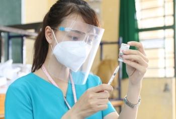 TPHCM: Tiêm vaccine COVID-19 cho 62.000 shipper; đóng cửa bến phà Cần Giờ - Cần Giuộc