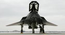 Máy bay ném bom Mỹ bất ngờ xuất hiện ở Vùng 51 bí ẩn