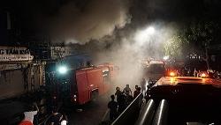Cháy lớn ở shop hoa, gây ách tắc phố sầm uất nhất Thanh Hoá