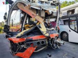 Hiện trường vụ 2 xe giường nằm tông nhau làm 25 người thương vong