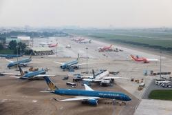 Huỷ hàng loạt chuyến bay do ảnh hưởng bão số 2