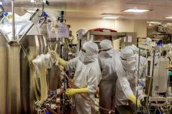 Tỷ phú Ấn Độ đặt cược vào vaccine Oxford