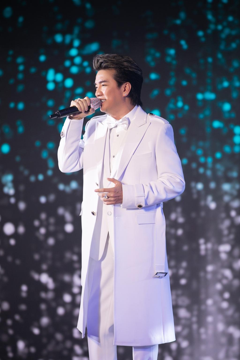 Hoa hậu Tiểu Vy trình diễn áo dài, Đàm Vĩnh Hưng hát tiếng Quảng gây quỹ ủng hộ Quảng Nam, Đà Nẵng