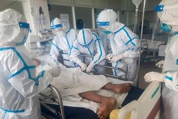 Bên trong bệnh viện dã chiến điều trị Covid-19