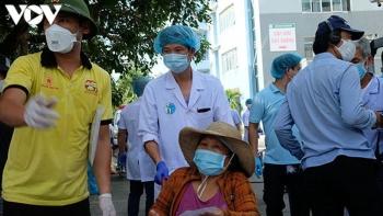 Ngày đầu dỡ bỏ phong tỏa tại các khu dân cư gần 3 bệnh viện Đà Nẵng