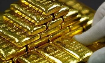 Giá vàng thế giới tiếp tục tăng cao