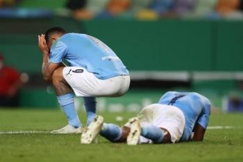 Thua sốc Lyon, Man City mất vé bán kết Champions League