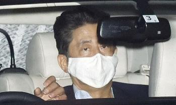Thủ tướng Nhật rời bệnh viện