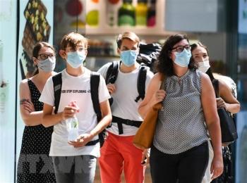 Các nước châu Âu báo động về số ca lây nhiễm COVID-19 tăng vọt