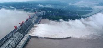 Toàn cảnh: Lũ đạt mức đỉnh lịch sử ở Trung Quốc, đập Tam Hiệp mở 11 cửa xả