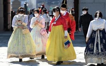 Hàn Quốc ghi nhận số ca mắc Covid-19 kỷ lục, kêu gọi xét nghiệm rộng