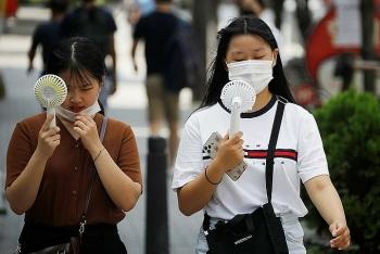 Hàn Quốc tái áp đặt giãn cách xã hội