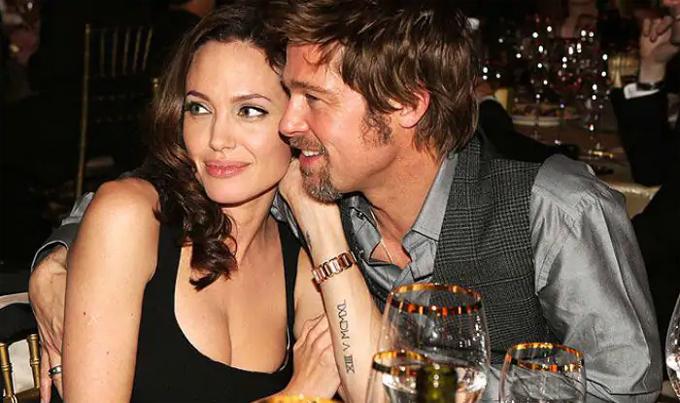 Angelina Jolie và Brad Pitt thời còn mặn nồng bên nhau.