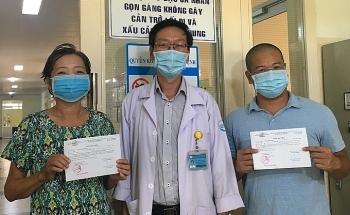 Hai bệnh nhân Covid-19 tại TP HCM xuất viện