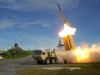 Nhật Bản lo ngại Trung Quốc phóng tên lửa tại Biển Đông