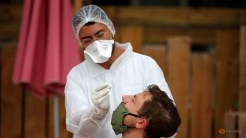 Thêm gần 5.500 ca mắc mới, đại dịch COVID-19 gia tăng đáng lo ngại ở Pháp