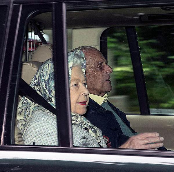 Nữ hoàng và Hoàng thân Philip đến Balmoral hồi đầu tháng 8. Ảnh: Goffphoto.