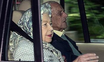 Nữ hoàng đoàn tụ nhà Kate sau 6 tháng xa cách