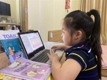Học sinh tiểu học tại Hà Nội kiểm tra học kỳ trực tuyến thế nào?
