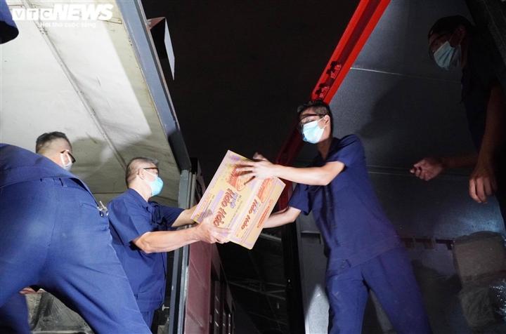 10 tấn vật tư, thiết bị y tế đã chuyển đến chi viện cho TP.HCM - 5