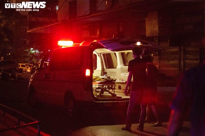 Bé gái 12 tuổi rơi từ tầng 12 chung cư ở Hà Nội chết thương tâm - 9