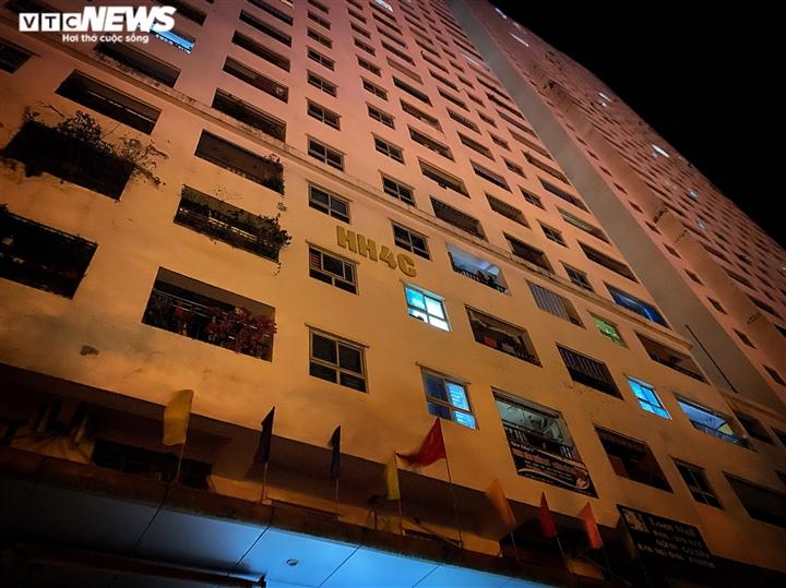 Bé gái 12 tuổi rơi từ tầng 12 chung cư ở Hà Nội chết thương tâm - 1