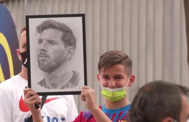 Trực tiếp: Messi khóc nức nở trong buổi họp báo chia tay Barca  - 6