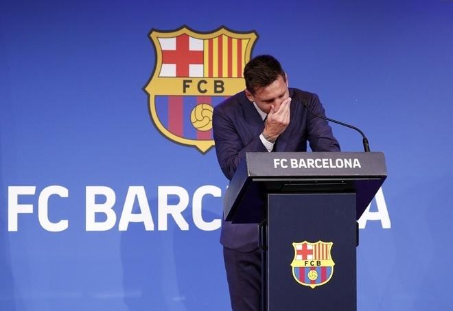 Trực tiếp: Messi khóc nức nở trong buổi họp báo chia tay Barca  - 2