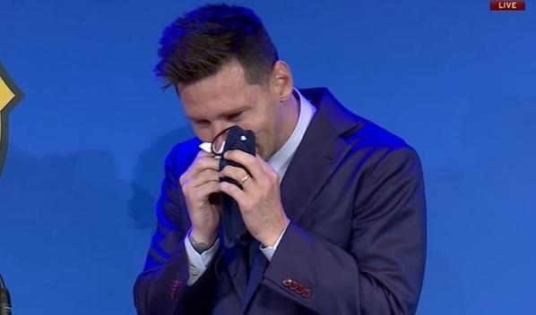 Trực tiếp: Messi khóc nức nở trong buổi họp báo chia tay Barca  - 3