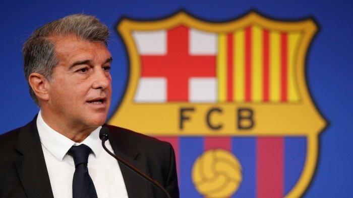 Messi khóc nức nở trong lễ chia tay, hứa trở lại Barca trong tương lai  - 3