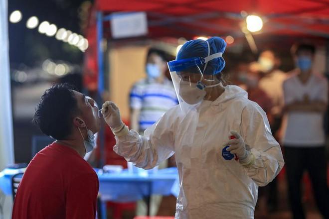 Trung Quốc cách chức, kỷ luật hơn 30 quan chức vì lơ là chống dịch Covid-19 ảnh 1